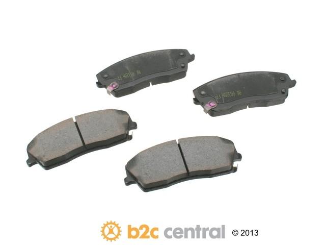 FBS - Akebono PRO-ACT Ultra-Premium Brake Pad Set Ceramic (Front) - B2C W0133-1610949-AKE